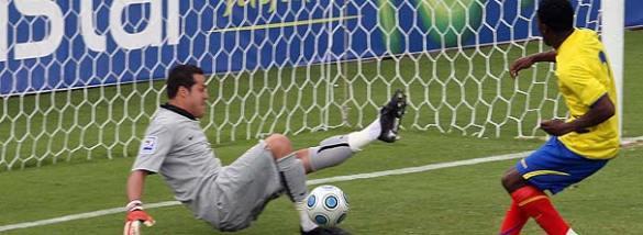 O goleiro Júlio César é um dos poucos que tem jogado bem sempre que veste a camisa da Seleção