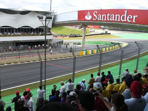 Toro Rosso (não consegui identificar o piloto) foi o primeiro carro a ir para a pista